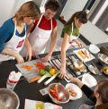 Partager un moment convivial lors d'un atelier culinaire